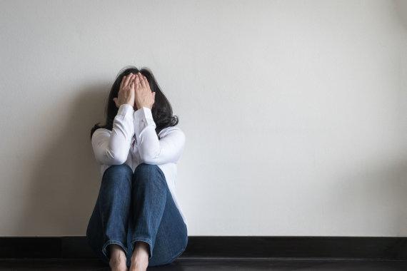 123RF.com nuotr./Smurtą patirianti moteris dažnai jaučiasi bejėgė
