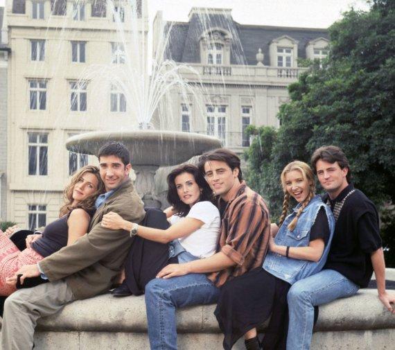 """Vida Press nuotr./""""Draugų"""" aktoriai Jennifer Aniston, Courteney Cox, Mattas LeBlancas, Lisa Kudrow, Matthew Perry ir Davidas Schwimmeris (1994 m.)"""