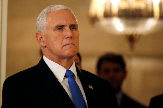 """""""Reuters""""/""""Scanpix"""" nuotr./JAV viceprezidentas Mike'as Pence'as Pietų Korėjoje"""