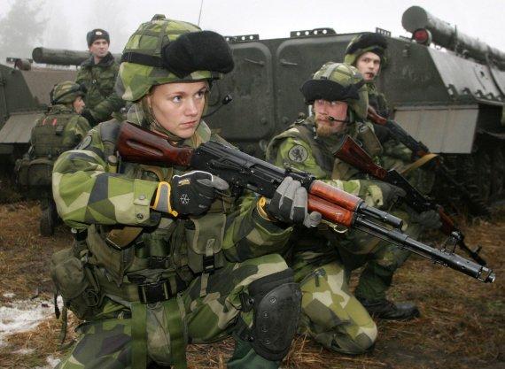 """AFP/""""Scanpix"""" nuotr./Švedijos kariuomenėje tarnaujanti moteris"""