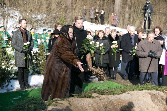 Juliaus Kalinsko / 15min nuotr./Virgilijaus Noreikos žmona Loreta Bartusevičiūtė ir jo sūnus Virgilijus Noreika