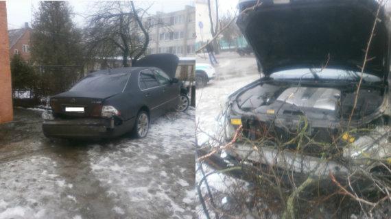 """Tauragės apskrities VPK nuotr./Jauno vagies nugvelbtas ir sudaužytas """"Lexus"""""""