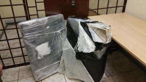 VSAT nuotr./Šaltukas pasitarnauja kontrabandininkams: Nerimi po ledu gabeno 1,5 tūkst. cigarečių pakelių