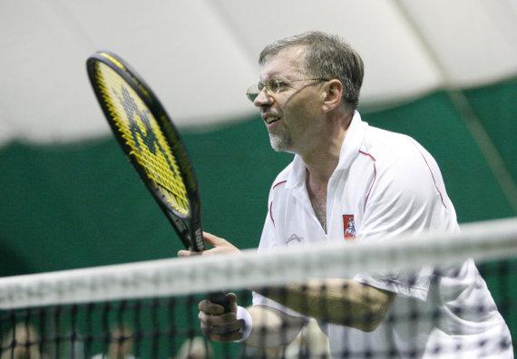 """""""Scanpix"""" nuotr./Gediminas Kirkilas žaidžia tenisą"""