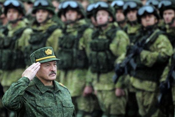 "AFP/""Scanpix"" nuotr./Aliaksandras Lukašenka per karinės pratybos ""Zapad"""
