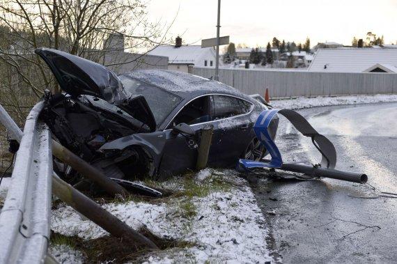 "AFP/""Scanpix"" nuotr./Slidininko Petterio Northugo sudaužyta ""Audi A7"""