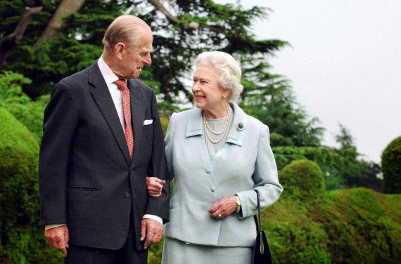 """Reuters""/""Scanpix"" nuotr./Karalienė Elizabeth II ir princas Philipas (2011 m.)"