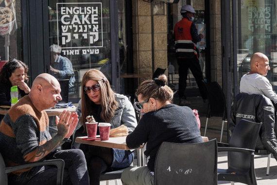 """""""Scanpix"""" nuotr./Izraelyje visiškai paskiepijus 40 proc. gyventojų buvo atidaryti restoranai ir barai"""