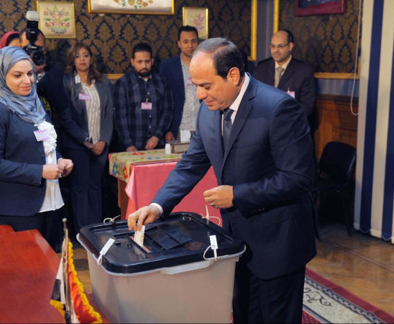 """Scanpix""/""SIPA"" nuotr./Abdel Fattahas el Sisi balsavo prezidento rinkimuose"