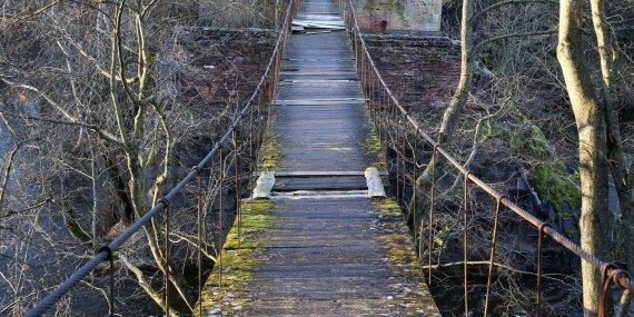 Algimanto Barzdžiaus nuotr./Josvainių kabantis tiltas