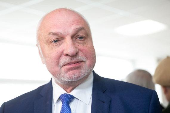 Žygimanto Gedvilos / 15min nuotr./Valentinas Mazuronis balsavo Prezidento rinkimuose