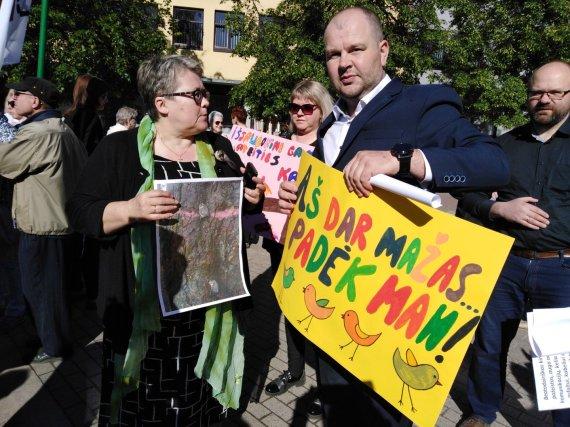 Tomo Markelevičiaus / 15min nuotr./Protestas dėl išpjautų medžių