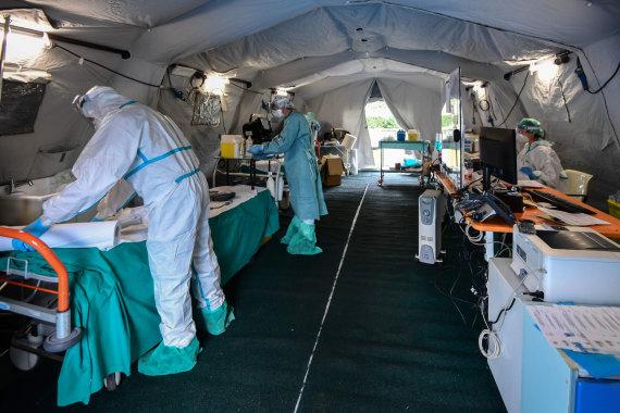 """AFP/""""Scanpix"""" nuotr./Laikina ligoninė Italijoje"""