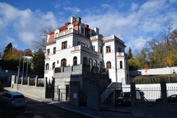 Užsienio reikalų ministerijos nuotr./Rekonstruotas Lietuvos ambasados pastatas Prahoje