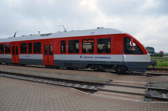 VšĮ Gatvės gyvos nuotr./Vilkaviškio (Didžiųjų Šelvių) geležinkelio stotis, traukinys Kaunas-Kybartai