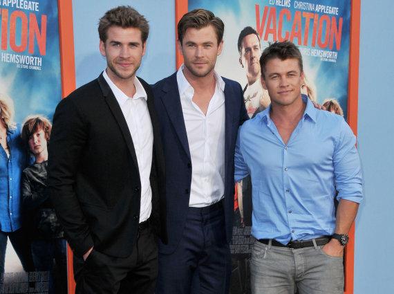 """""""Scanpix""""/""""Sipa USA"""" nuotr./Liamas, Chrisas ir Luke'as Hemsworthai"""