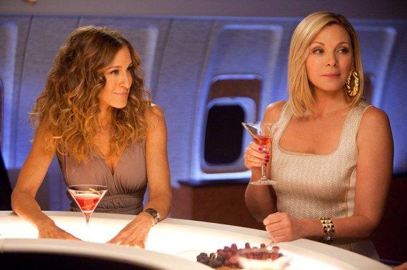 """Kadras iš filmo/Sarah Jessica Parker ir Kim Cattrall filme """"Seksas ir miestas 2"""" (2010 m.)"""