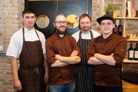 Žygimanto Gedvilos / 15min nuotr./Šefas Žilvinas Laurinėnas (antras iš kairės) su savo komanda