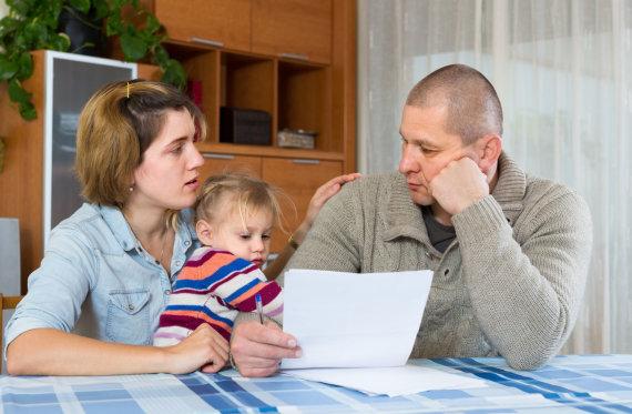 123RF.com nuotr./Šeima sunerimusi dėl savo finansinės padėties