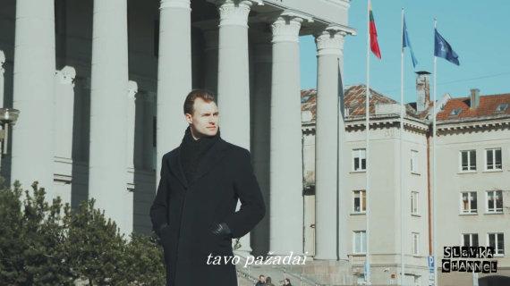 "Video kadras/Seimo nariams skirtas ""Slavka Channel"" klipas ""Aš tave stebiu!!!"""