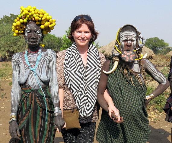 Gabrielės Štaraitės/ Travel Planet nuotr./Gabrielė Štaraitė su egzotiškais vienos genties atstovais