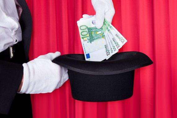 123RF.com nuotr./Pinigai skrybėlėje