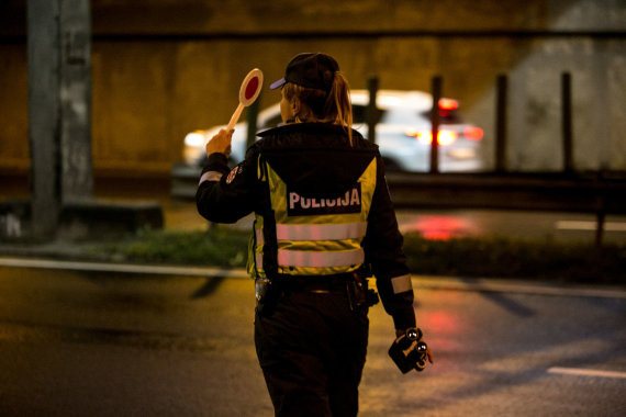 Juliaus Kalinsko / 15min nuotr./Naktinis policijos reidas