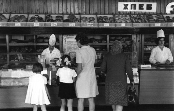 """""""Scanpix"""" nuotr./Duonos parduotuvė Novosibirske, Rusijoje (1964 m.)"""