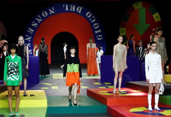 """""""Reuters""""/""""Scanpix"""" nuotr./""""Dior"""" 2022 m. pavasario ir vasaros kolekcijos modeliai"""