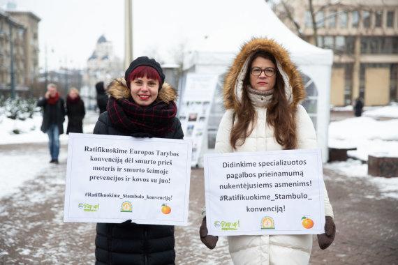 """Žygimanto Gedvilos / 15min nuotr./Pilietinės akcijos """"Step Up! Stabdykime smurtą prieš moteris!"""" akimirka"""