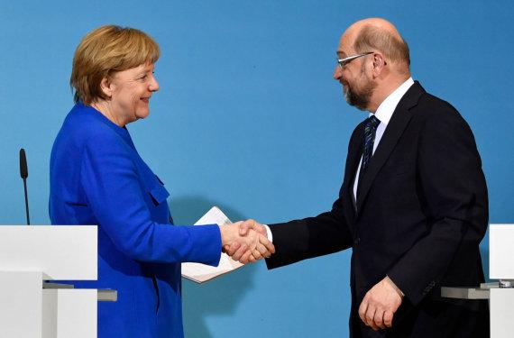 """AFP/""""Scanpix"""" nuotr./Angela Merkel ir Martinas Schulzas"""