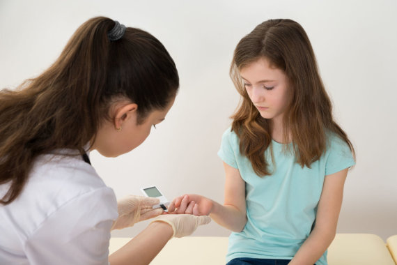 123RF.com nuotr./Mergaitė, serganti cukriniu diabetu