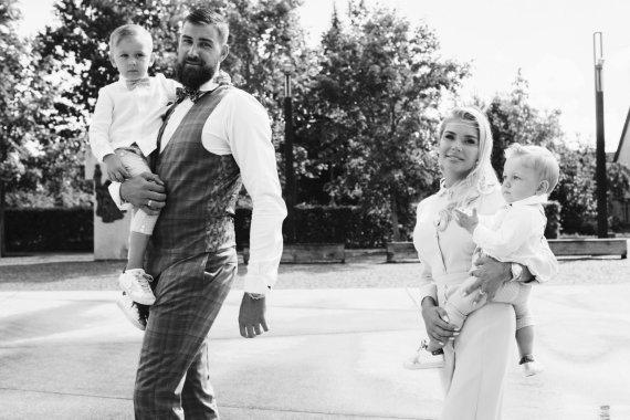 Luko Griciaus nuotr./Eglė ir Jonas Valančiūnai su sūnumis Jonu ir Tauru