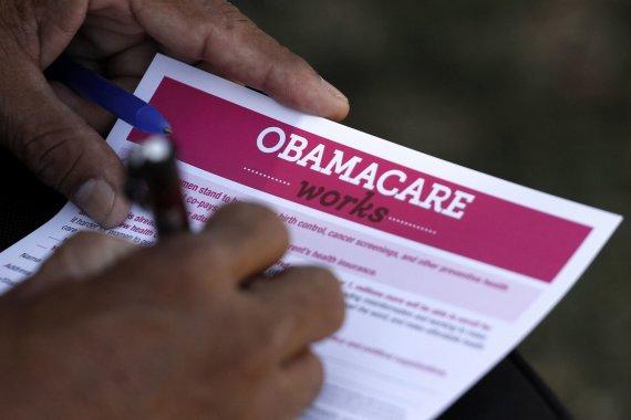 """""""Reuters""""/""""Scanpix"""" nuotr./Vadinamasis """"Obamacare"""" (liet. Obamos priežiūra) įstatymas iki šiol skaldo JAV visuomenę."""