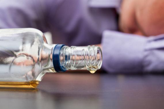 123RF.com nuotr./Alkoholis daro žalą ne tik jį geriančiojo sveikatai, bet ir artimiesiems.