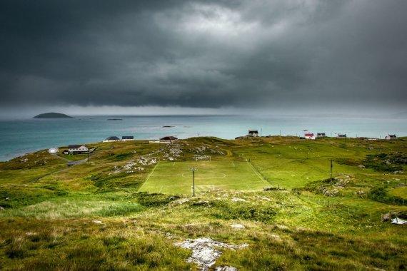 Vida Press nuotr./Andrew Bulloch nuotrauka – Eriskėjaus salos futbolo aikštelė