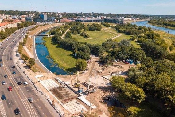 Kauno miesto savivaldybės nuotr./Nemuno saloje statomas naujas pėsčiųjų tiltas