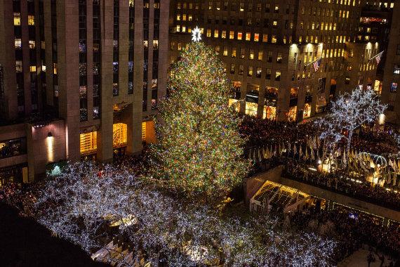 """Scanpix""/AP nuotr./Kalėdų eglės įžiebimas Niujorko Rockefellerio centre"