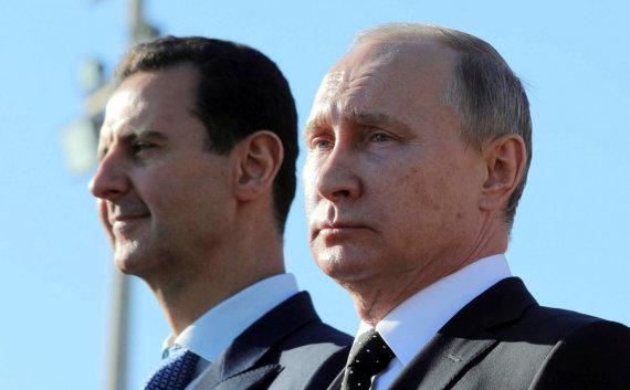 """""""Reuters""""/""""Scanpix"""" nuotr./Basharas al Assadas ir Vladimiras Putinas Hmeimimo bazėje Latakijoje"""