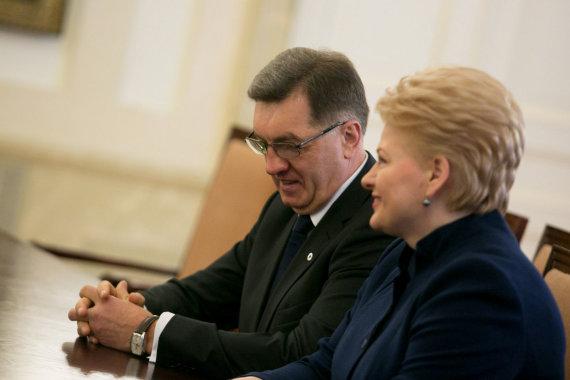 Dalia Grybauskaitė Algirdo Butkevičiaus Vyriausybę pirmoje metų pusėje jos nenaudai lygino su A.Kubiliaus kabinetu, o antroje pusėje jau negaili jai pagyrimų.