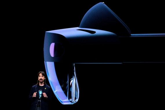 """AFP/""""Scanpix"""" nuotr./""""Microsoft HoloLens 2"""" virtualios realybės akinių pristatymas"""