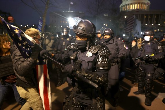 """AFP/""""Scanpix"""" nuotr./D.Trumpo šalininkų protestas"""