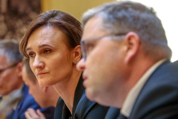 Vidmanto Balkūno / 15min nuotr./Lietuvos banko vadovas Vitas Vasiliauskas susitinka su opozicijos atstovais