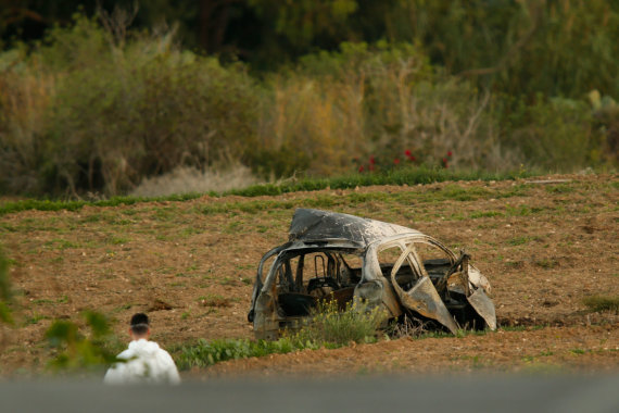 """Reuters""/""Scanpix"" nuotr./Maltoje susprogdintas Daphne Caruanos Galizios automobilis"