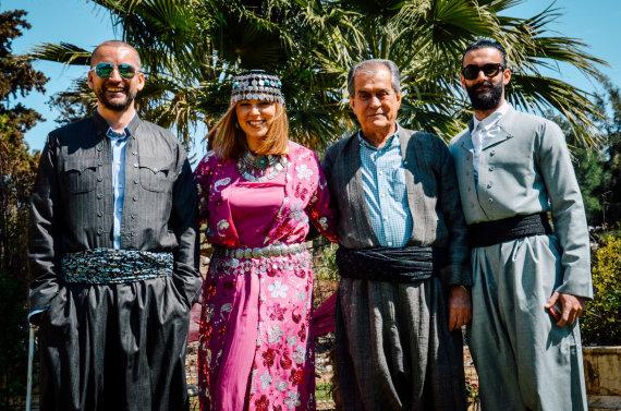 Asmeninio albumo nuotr./Alanas Chošnau su žmona Valda Chošnau, tėčiu Ibrahimu Othmanu Mahmoodu ir broliu