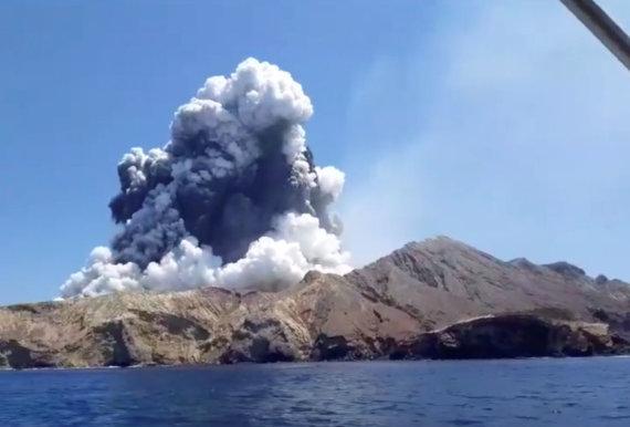 """""""Reuters""""/""""Scanpix"""" nuotr./Naujojoje Zelandijoje išsiveržęs ugnikalnis"""