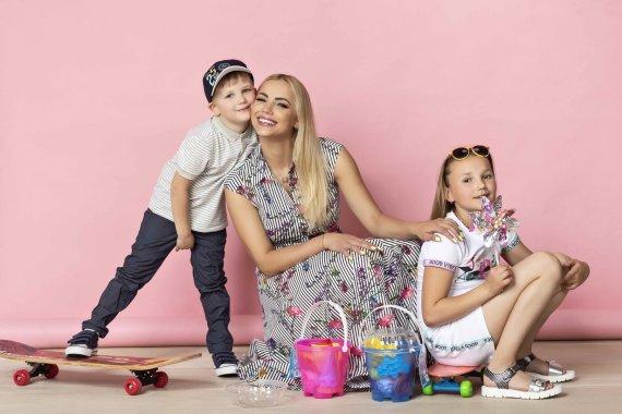 """""""Get Photo"""" nuotr. /Goda Alijeva su dukra Tėja ir sūnumi Amiliu"""