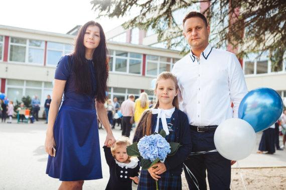 Algirdo Venskaus/15min nuotr./Andrius Rimiškis su žmona Vaida ir dukromis Lėja ir Andrėja