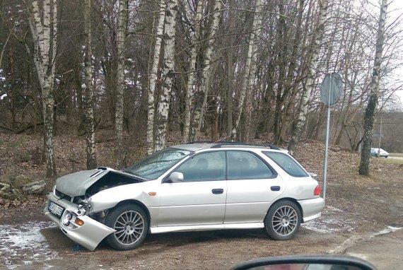 "15min.lt skaitytojo nuotr./Sudaužytas ""Subaru"" automobilis"