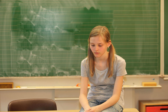 Vida Press nuotr./Paauglė klasėje